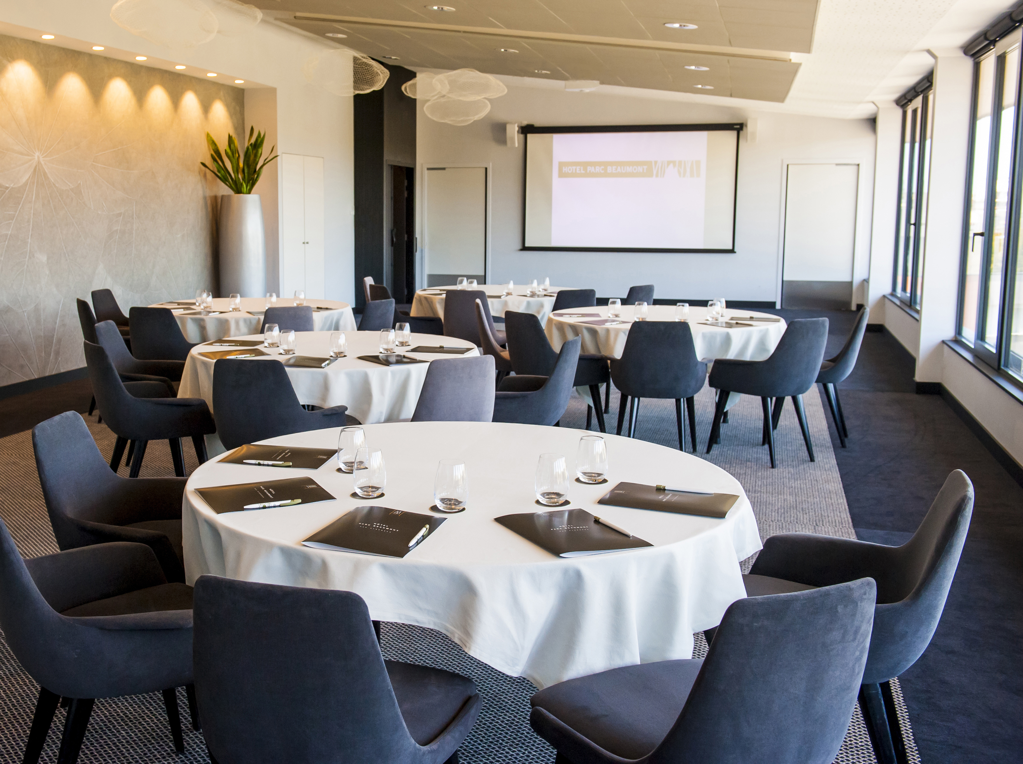 Meeting on the fourth floor, Hôtel Parc Beaumont in Pau